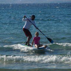 Aufblasbares SUP Board in der Welle