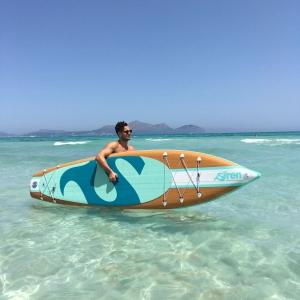Siren rubio auf Mallorca Stand Up Paddleboard