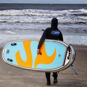 Das Allround i-SUP Board guppy 8.2 HCT für Kinder und die Welle von SIREN SUPsurfing